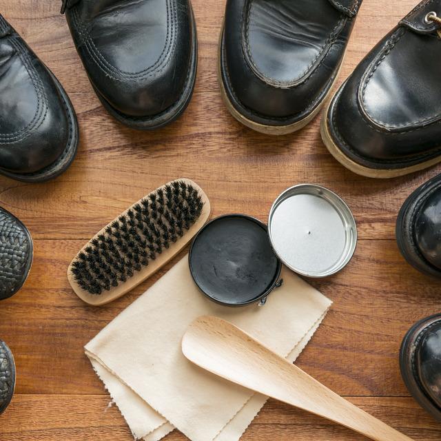 革靴を磨く道具